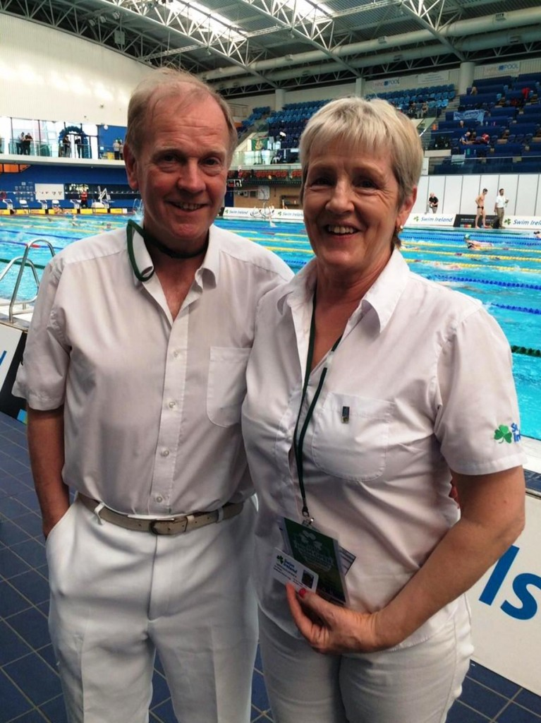 Ita being congratulated by Frank Stevens, Swim Ireland International referee and Officials Course tutor